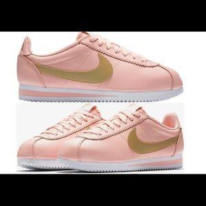 Shoes - Nike Cortez